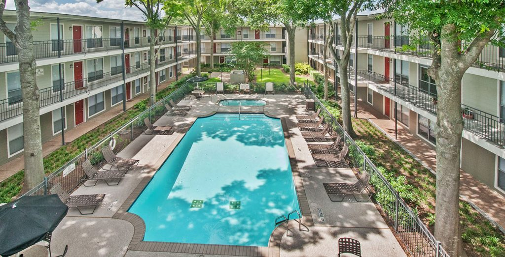 Terraces on Brompton Bellaire Luxury Apartments for Rent - Terraces on Brompton Swimming Pool